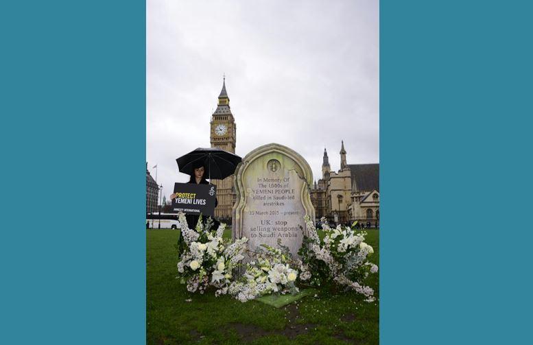 لندن| صورة..العفو الدولية تبني نصَب تذكاري تخليداً لذكرى الضحايا اليمنيين الذين قتلتهم السعودية بأسلحة بريطانية