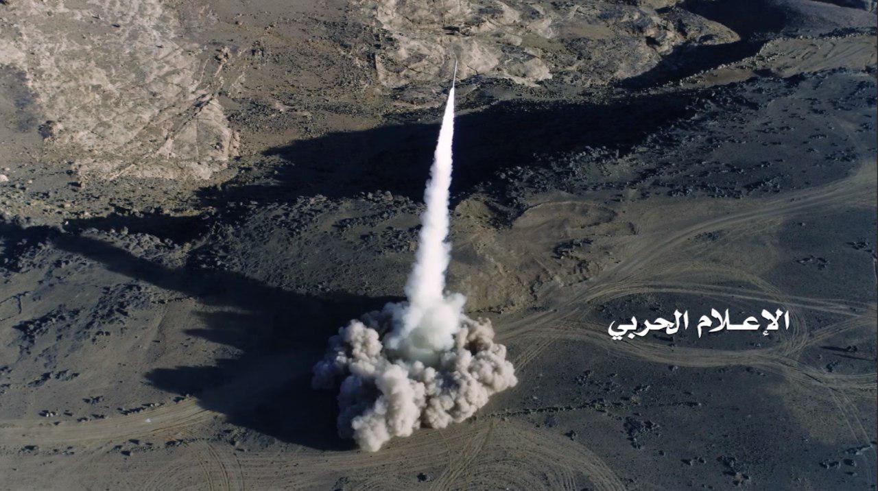 باليستي يمني يستهدف لواء الرادارات في خميس مشيط بعسير