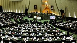 برلمانيون إيرانيون يطالبون بمراجعة العلاقات مع دويلة الإمارات بعد تصريح قرقاش