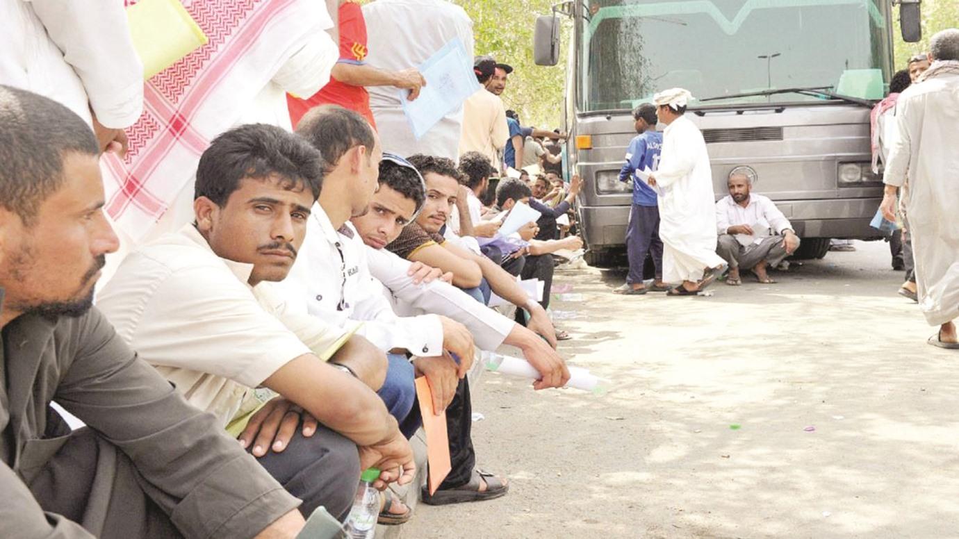 بلومبرج: آلاف العمال يهربون من السعودية.. وتوقعات باستمرار الرحيل